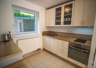 Apartmán v přízemí - kuchyňská linka